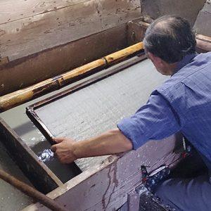 Façonnage des feuilles de papier washi